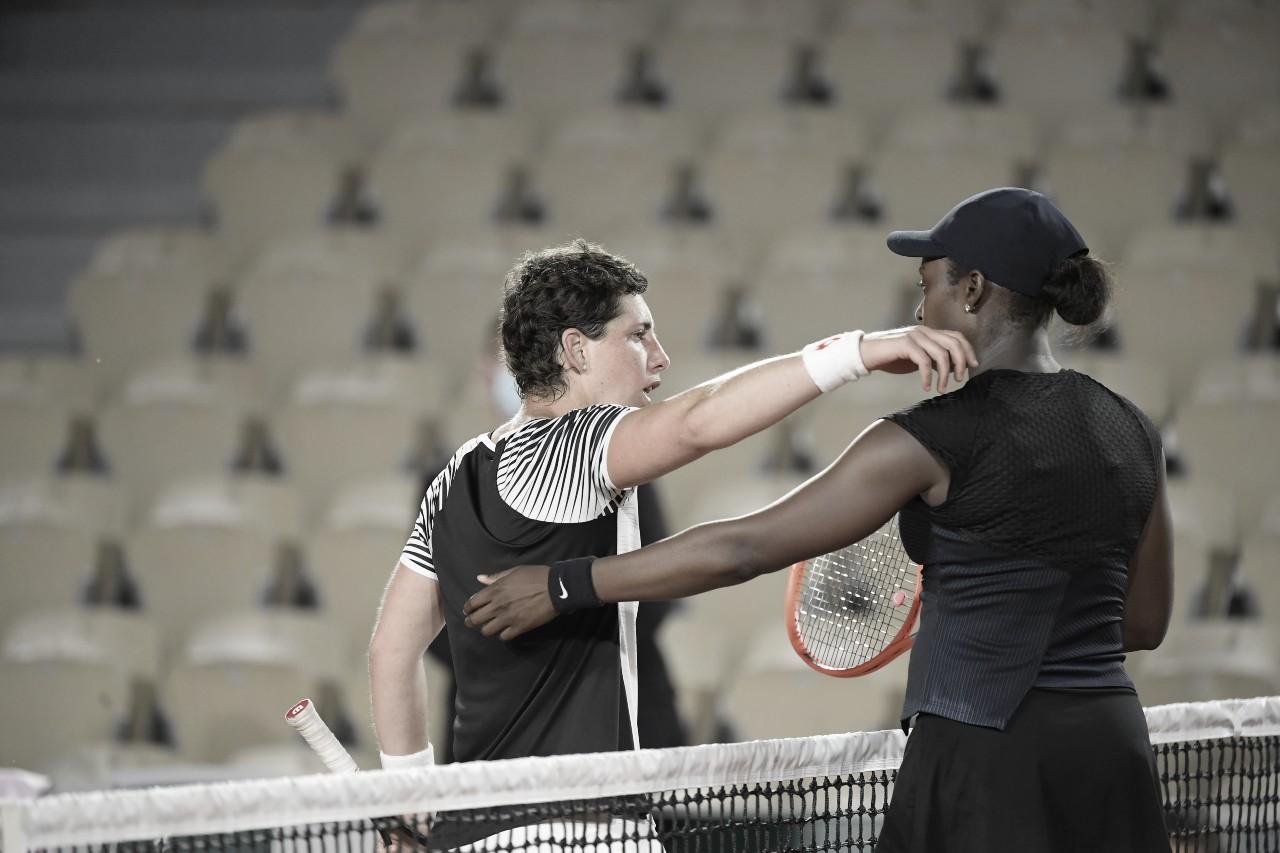 Curada de câncer, Suárez Navarro perde de virada para Stephens na estreia em Roland Garros