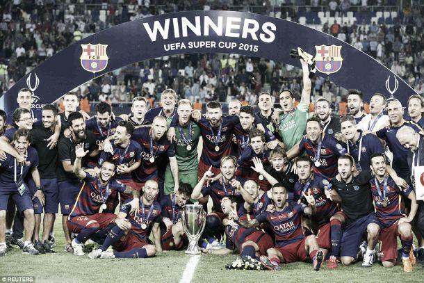 Barcelona x Sevilha: «Culés» erguem Supertaça europeia após hino 'rojo' ao futebol