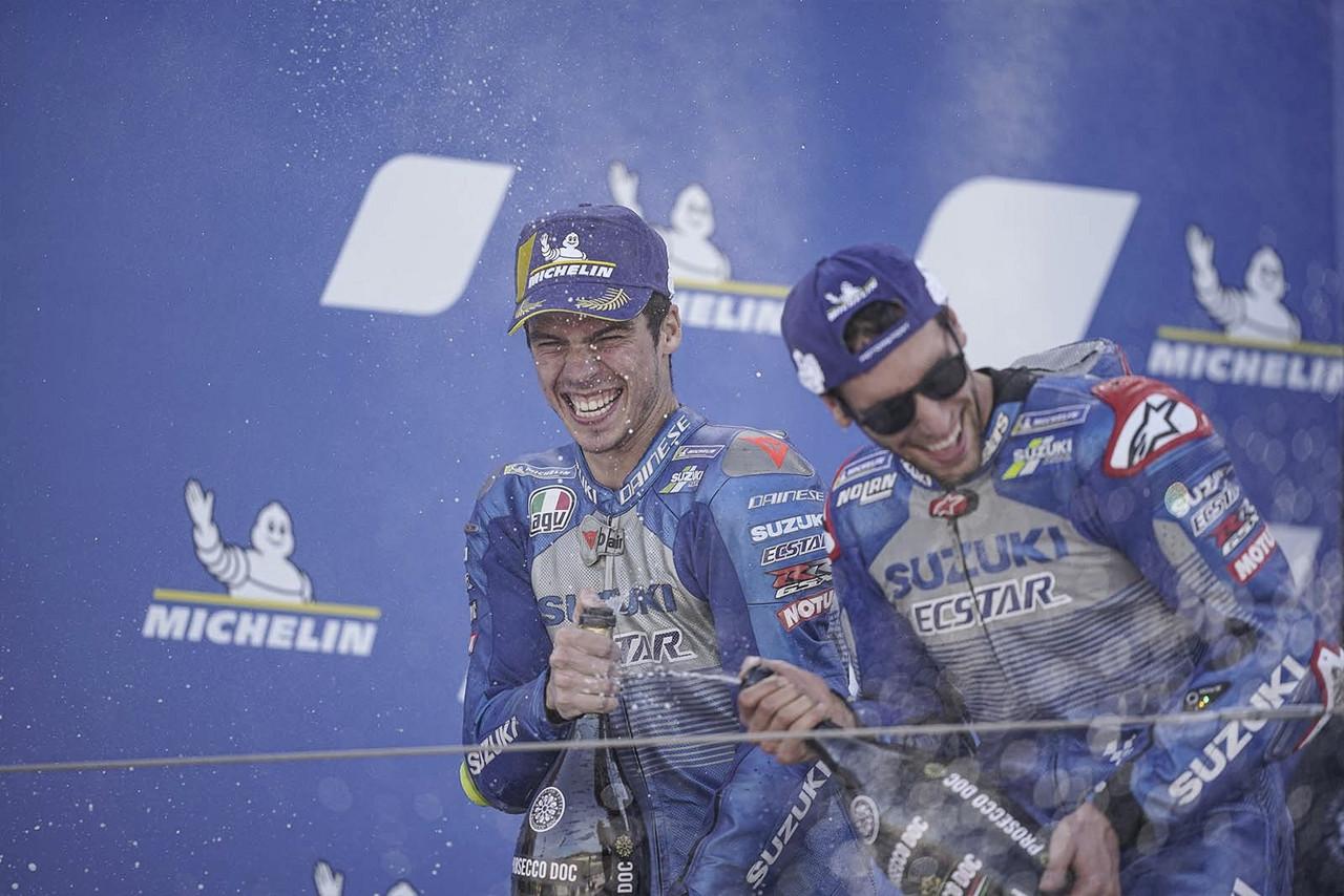 Joan Mir y Alex Rins en podio | Fuente: Suzuki Twitter Oficial
