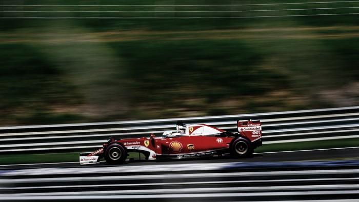 Vettel lidera terceiro treino na Áustria enquanto Mercedes enfrenta problemas