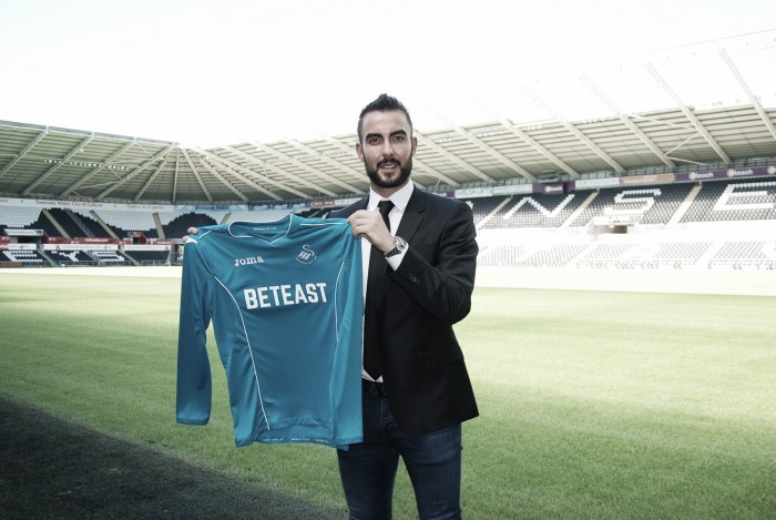 Mark Birighitti signs for Swansea