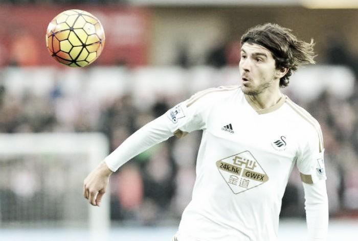 Alan Curtis backs Alberto Paloschi for success