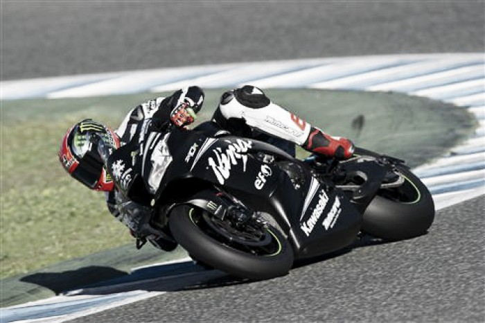 Tom Sykes domina el primer día de tests en Jerez