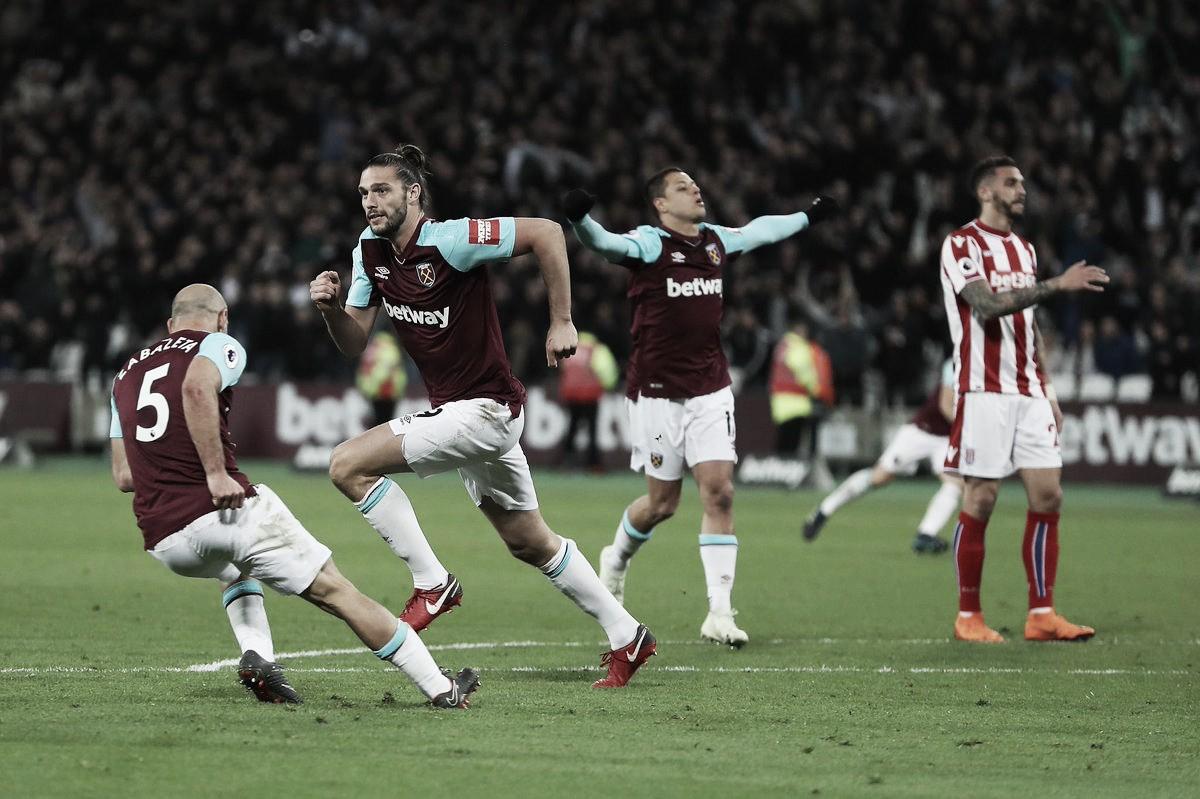 Carroll salva al West Ham y mantiene hundido al Stoke City