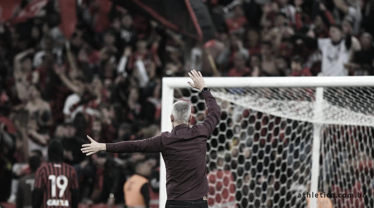 """Tiago Nunes comemora classificação e exalta jogadores: """"Extraordinária atuação de todos"""""""
