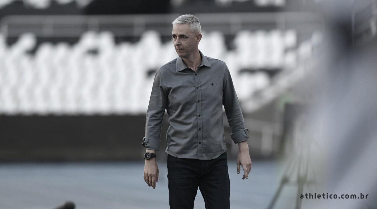 Tiago Nunes evita criticar arbitragem e valoriza organização do Athletico