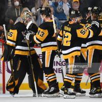 Sullivan sets franchise wins record as Penguins rout Blackhawks