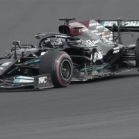 Hamilton lidera la FP2 de Turquía mientras Verstappen sufre en Istambul