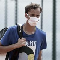 Após treinar com Nadal, Medvedev testa positivo para Covid-19 e está fora do Masters 1000 de Monte Carlo