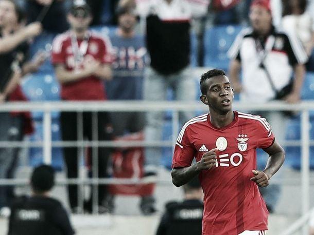 Benfica arranca triunfo suado na Amoreira e consolida liderança