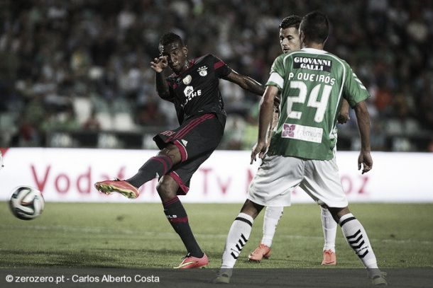 «Hat-trick» de Talisca anima Benfica