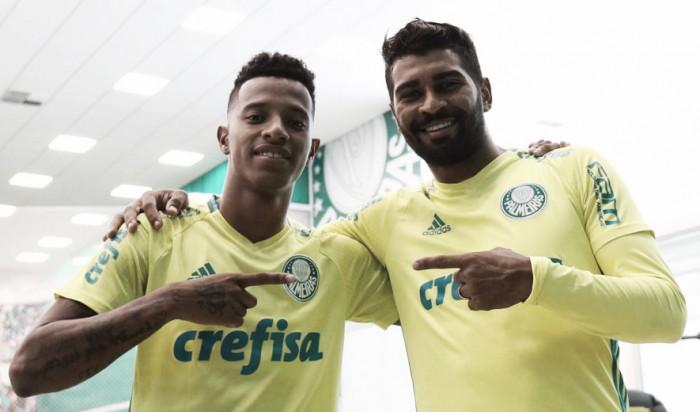 8a6b8f9c191 Palmeiras renova contratos de Moisés
