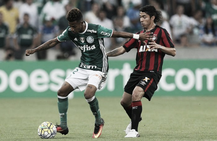 Tchê Tchê é vítima de injúria racial e Palmeiras pede punição