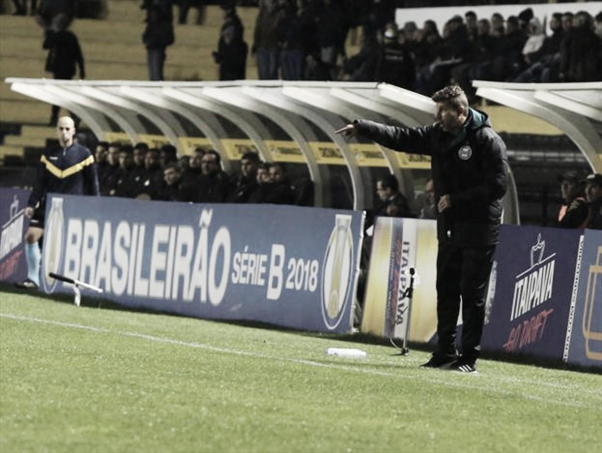 Tcheco ressalta força de vontade após Coritiba buscar empate em Criciúma