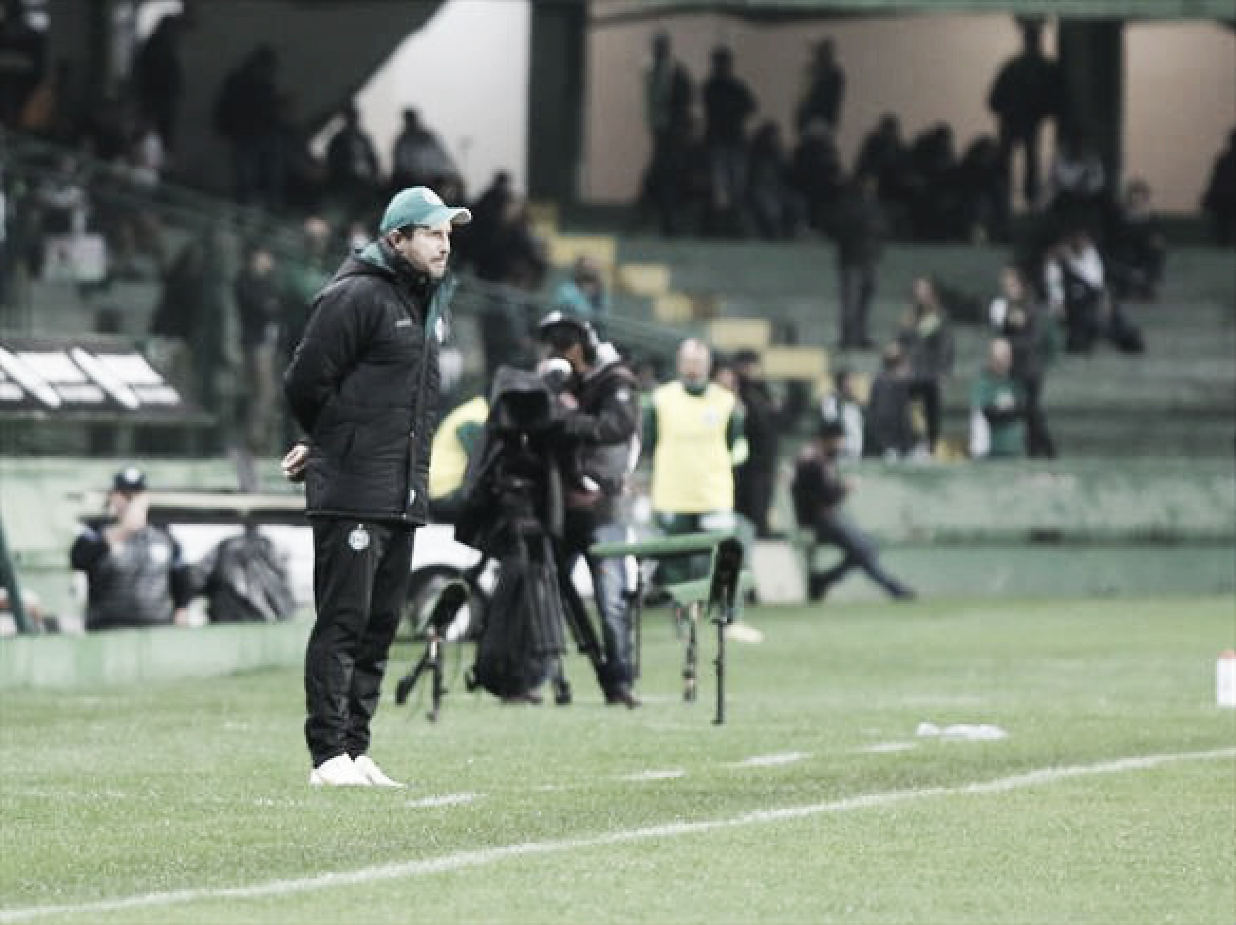 Tcheco cita 'maré de azar' do Coritiba após derrota para Londrina