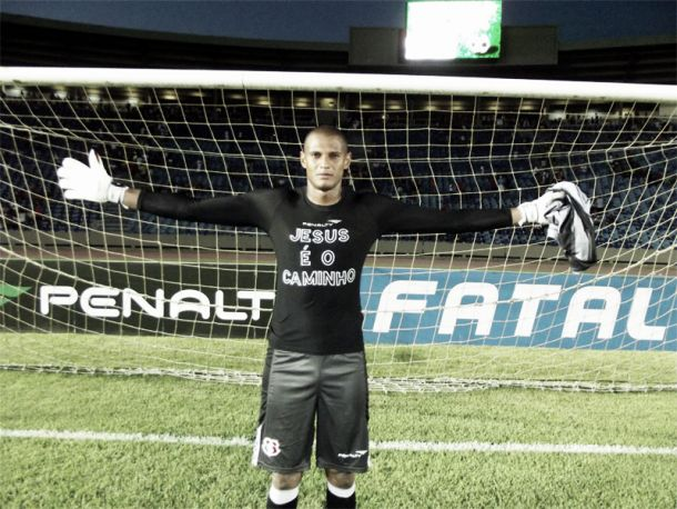 Santa Cruz anuncia renovação do goleiro Tiago Cardoso