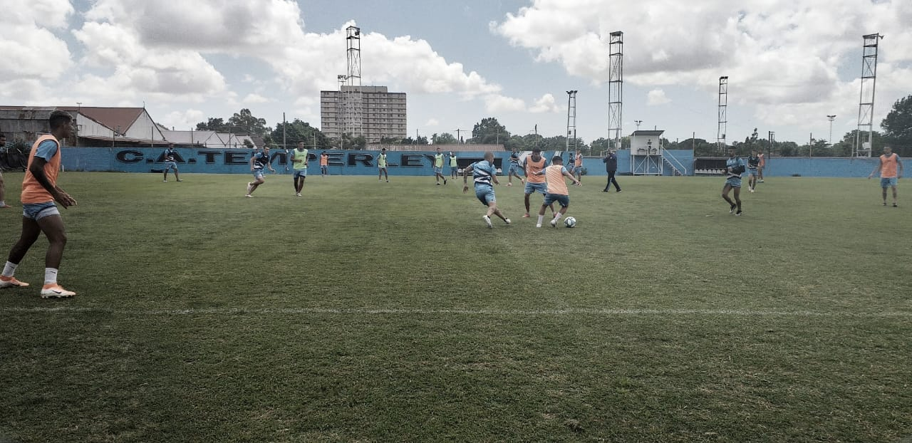 El plantel entrenando en el estadio auxiliar. Foto: Prensa Temperley