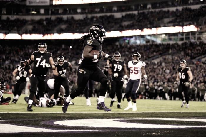 Ravens vuelan en lucha por el comodín