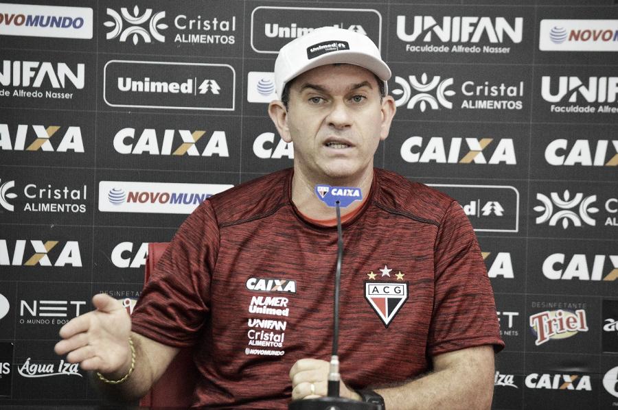 Claudio Tencati elogia arbitragem após empate do Atlético-GO com Vila Nova