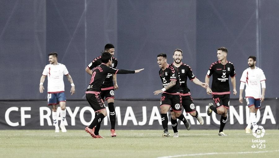 Un buen Tenerife gana 1-3 y baja a la tierra al Rayo Majadahonda