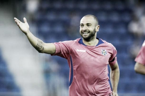 El CD Tenerife se impone merecidamente a la UD Las Palmas (2-0)