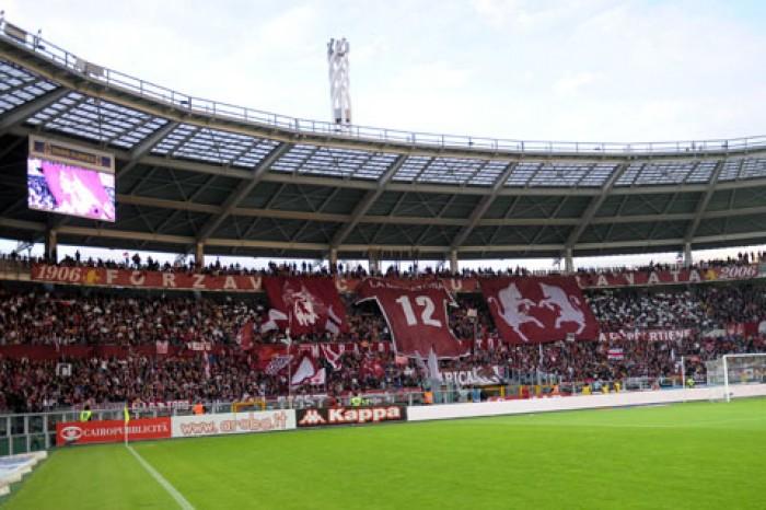Calcio: gol e vittoria col Toro, Napoli di nuovo primo