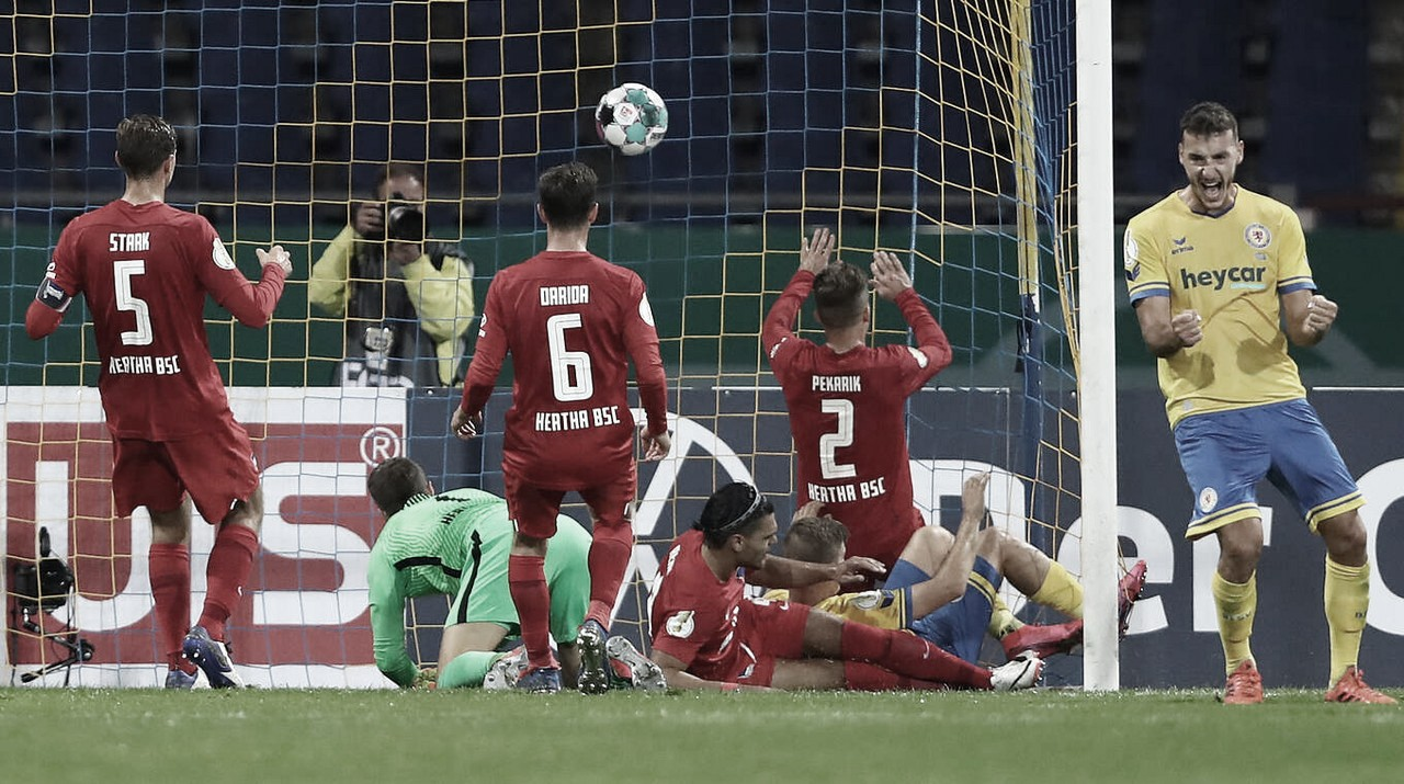 Zebra! Em confronto de nove gols, Braunschweig elimina Hertha Berlin na DFB Pokal
