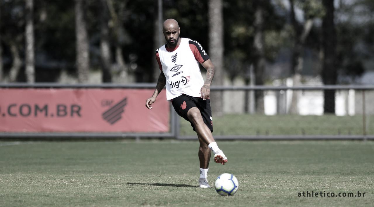 Conmebol notifica Athletico-PR por doping de Thiago Heleno e Camacho