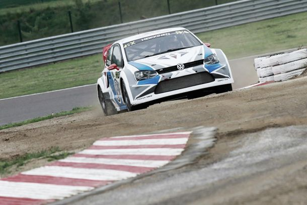 Toomas Heikkinen segura Petter Solberg para vencer etapa belga do Mundial de Rallycross