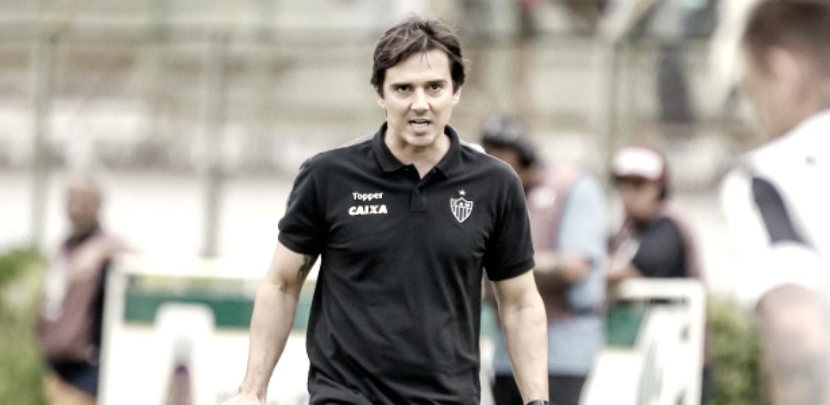 Thiago Larghi explica saída de Blanco em derrota do Atlético-MG e dá apoio a Róger Guedes