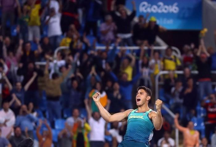 Do abandono dos pais ao topo olímpico: Thiago Braz e a caminhada à medalha de ouro