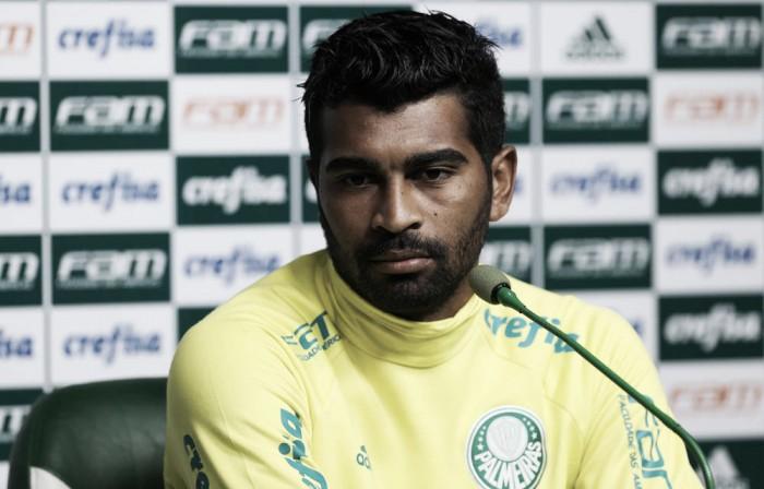 Titular nos jogos fora de casa, Thiago Santos elogia elenco do Palmeiras