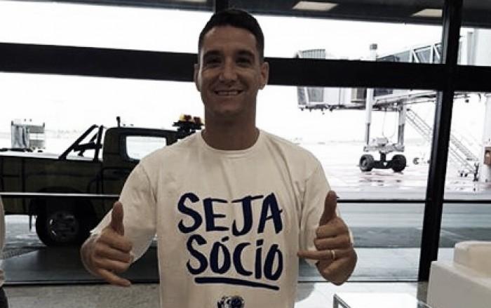 Thiago Neves desembarca em BH sob apoio da torcida e diz estar ansioso em jogar pelo Cruzeiro