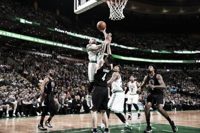 Los Celtics superan a los Clippers en un festival anotador
