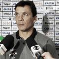 """Após vitória do Botafogo, Zé Ricardo avalia partida e vê melhora: """"Estamos evoluindo"""""""