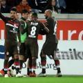 Sami Allagui (left) after scoring his vital goal. | Photo:Christof Koepsel/Bongarts/Getty Images.