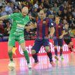 El FC Barcelona suma, sigue y golea
