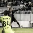 Ponte Preta goleia Coritiba com dois de Emerson Sheik e volta a vencer