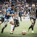Análise: Cruzeiro sai na frente do Atlético-MG em um jogo marcado por mais raça e polêmicas que por futebol