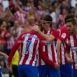 Atlético de Madrid sofre, mas bate Deportivo e segue na cola do líder Real Madrid