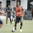 Logo após chegada, Luís Fabiano treina, marca dois gols e faz a alegria da torcida
