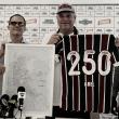 Abel recebe homenagem pelos 250 jogos no comando do Fluminense