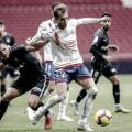 Álvaro Giménez luchando por el balón | Fuente: La Liga