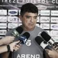 """Flávio Araújo demonstra incerteza para a permanência no cargo: """"Treinador vive de resultado"""""""