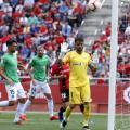 Jugadores del Almería ante una ocasión del Mallorca | Fuente: La Liga