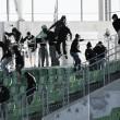 Durante partida com portões fechados, torcida do Saint-Étienne invade estádio
