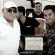 'Puros cuates' entrega reconocimiento al 'Gallito' Vázquez