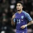 Destaque do Ajax, Justin Kluivert segue os passos do pai e estreia na Seleção Holandesa aos 18 anos