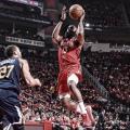 Com triplo-duplo de James Harden, Rockets atropelam Utah Jazz e abrem vantagem nos playoffs
