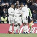 Los futbolistas blancos abrazan a Modric tras su gol I Foto: Real Madrid